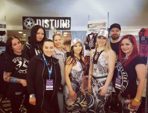 Yksiön alkovista Suomen parhaaksi verkkokaupaksi -Disturb Clothing tarina