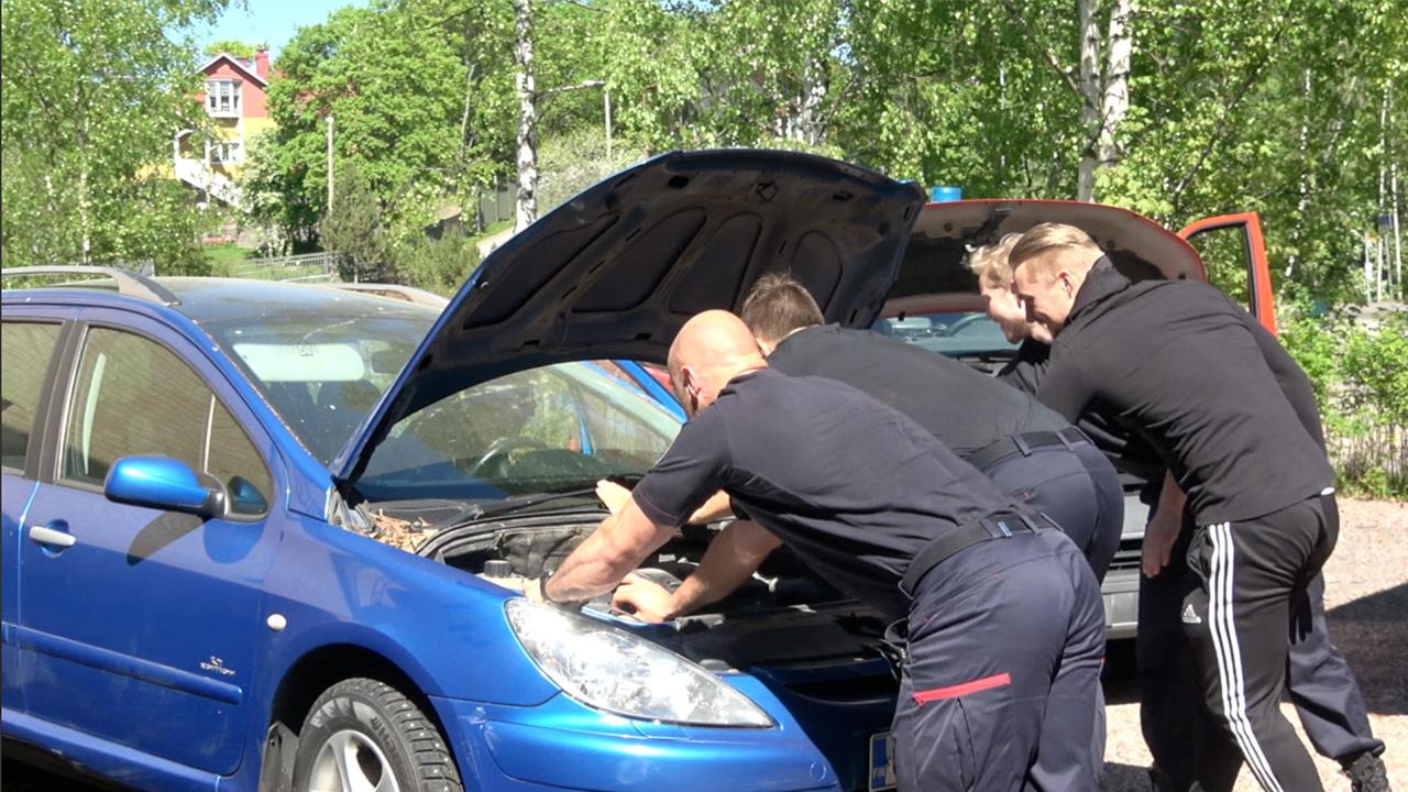 Arttu & Alona Vlog_049 – Kuinka monta palomiestä tarvitaan starttaamaan Alonan auto