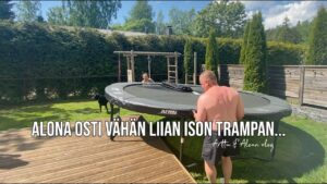 Read more about the article Alona osti vähän liian ison trampoliinin