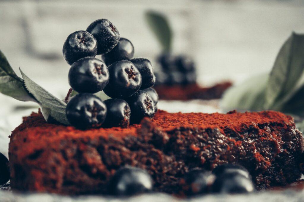 sokeriton gluteeniton viljaton maidoton suklaakakku