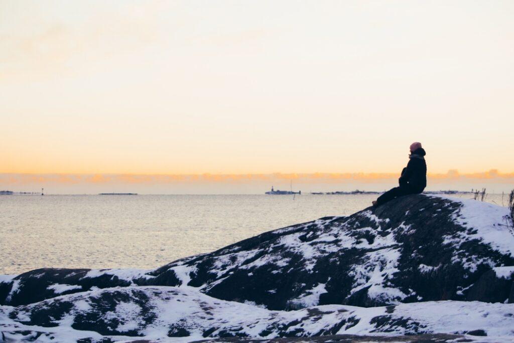uunisaaren kalliot auringonlasku