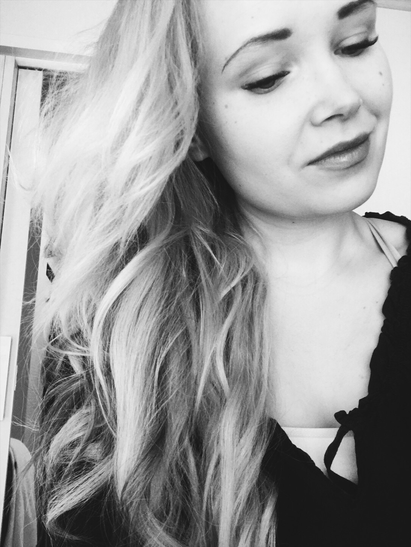 Maailman ihanimmat hiukset teippipidennyksillä