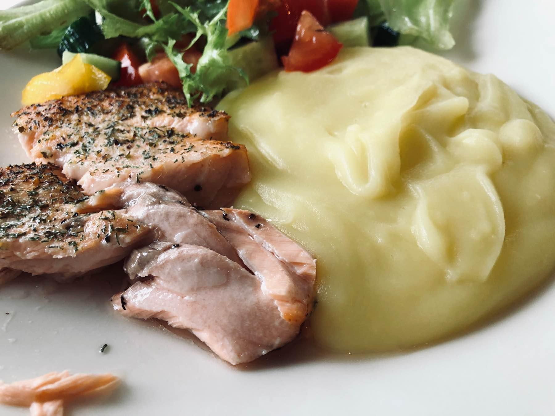 Mitä tänään ruuaksi: uunilohi ja perunamuusi