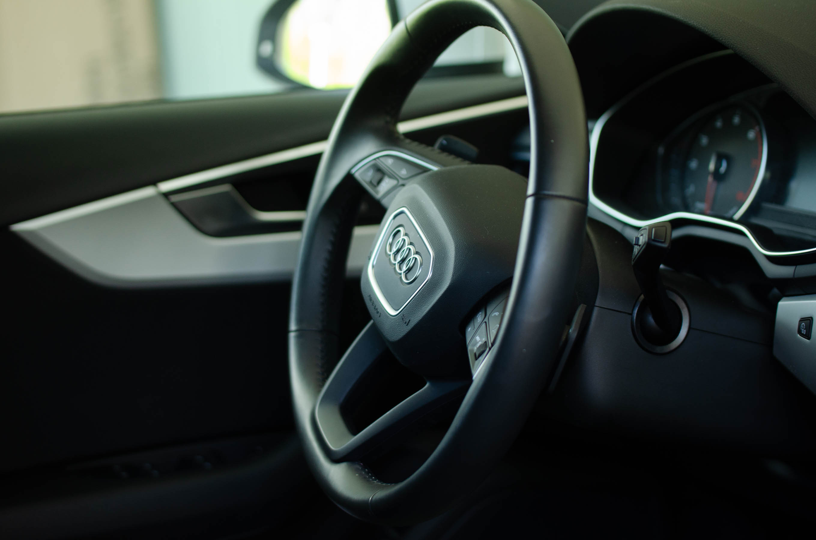 Mitä autossa pitää olla mukana?