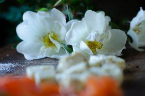 Kesäinen fetajuustomunakas
